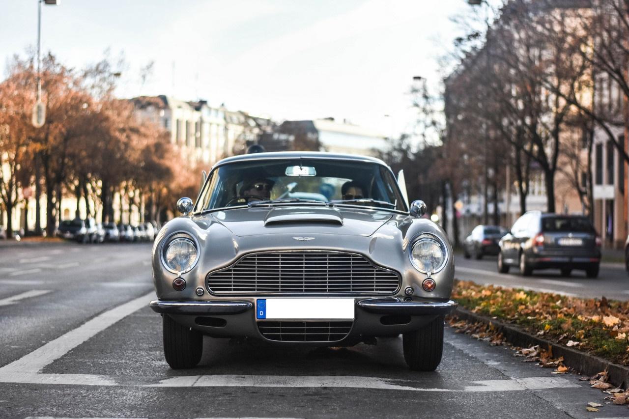 Aston-Martin-DB6.jpg