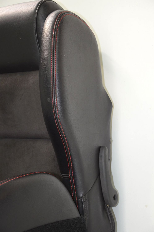 viper srt 10 sitze leder alcantara seats with red stitching. Black Bedroom Furniture Sets. Home Design Ideas